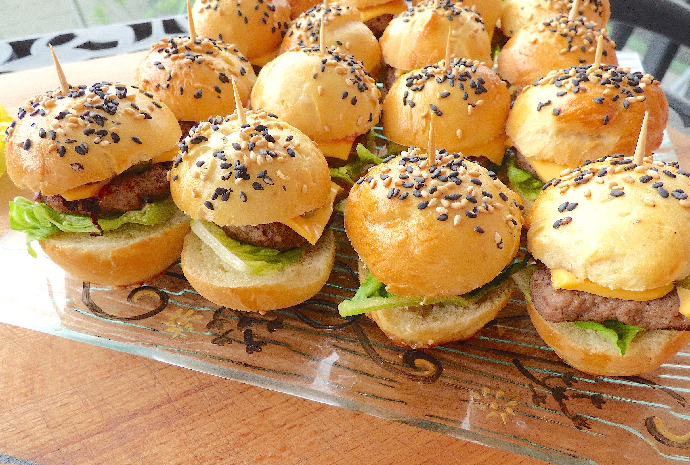 Mini burgers tout maison la cuisine de micheline for Burger de