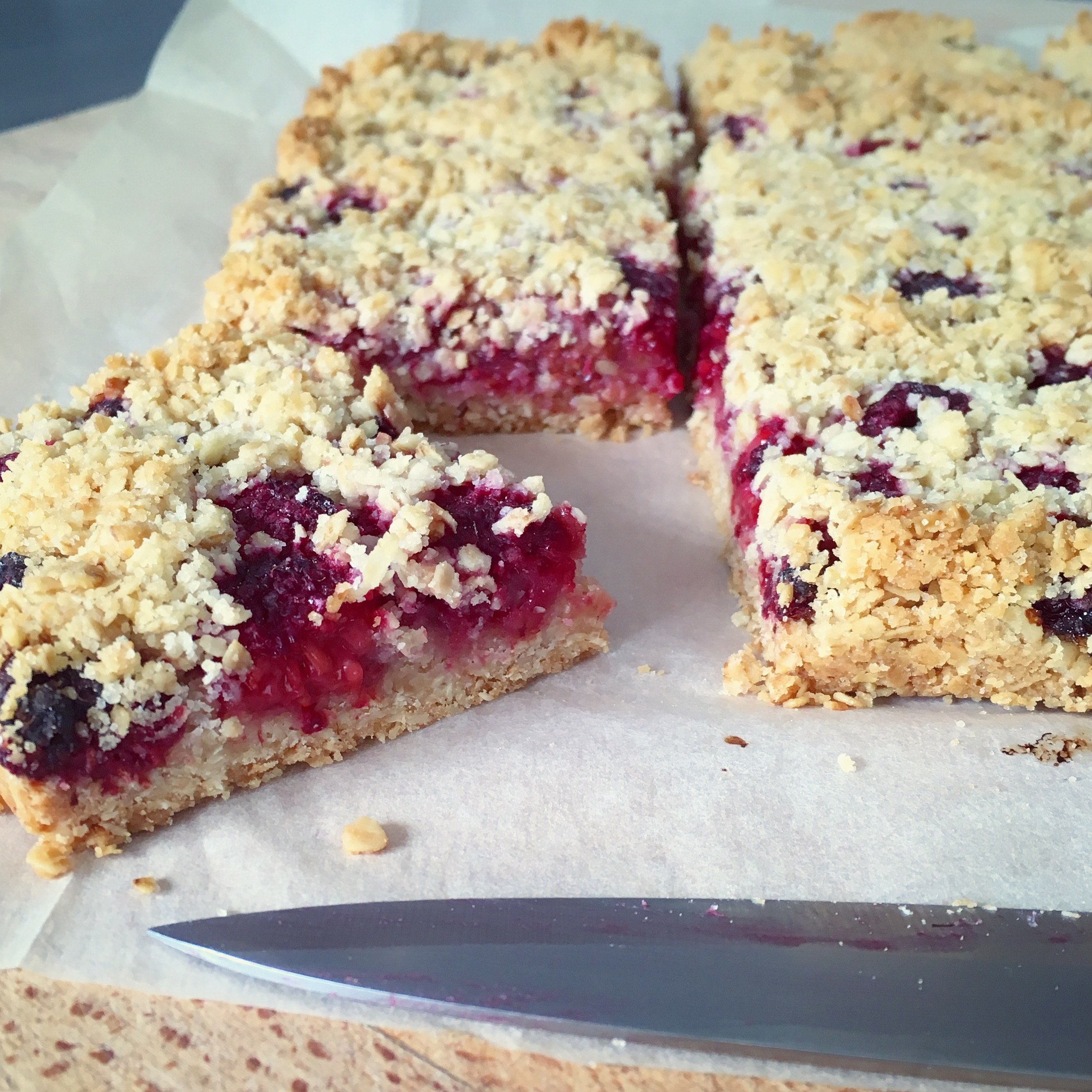 crumble bars aux framboises. Black Bedroom Furniture Sets. Home Design Ideas